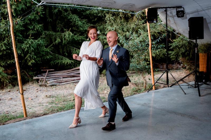 slub przyborowo 11 - naturalne zdjecia slubne - wesele w lesie -pierwszy taniec