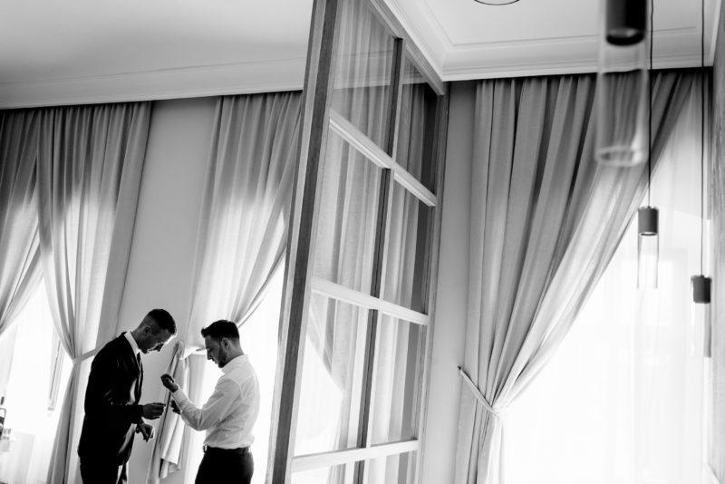 wesele w palacu mojecice - naturalny fotoreportaz slubny - minimalistyczne zdjecia slubne