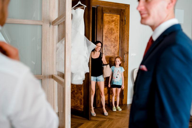 wesele w palacu mojecice - naturalny fotoreportaz slubny - ciekawe zdjecia slubne