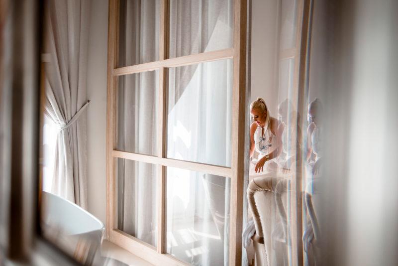 wesele w palacu mojecice - naturalny fotoreportaz slubny - kreatywne zdjecia slubne
