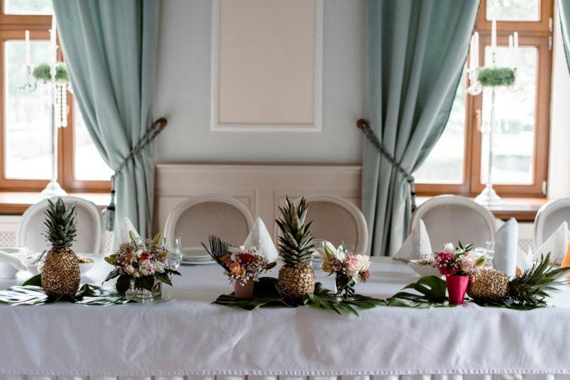 wesele w palacu mojecice - naturalne zdjecia slubne - wystroj sali
