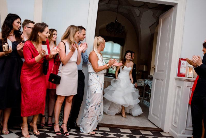 wesele w palacu mojecice - naturalny fotoreportaz slubny - radosne zdjecia slubne