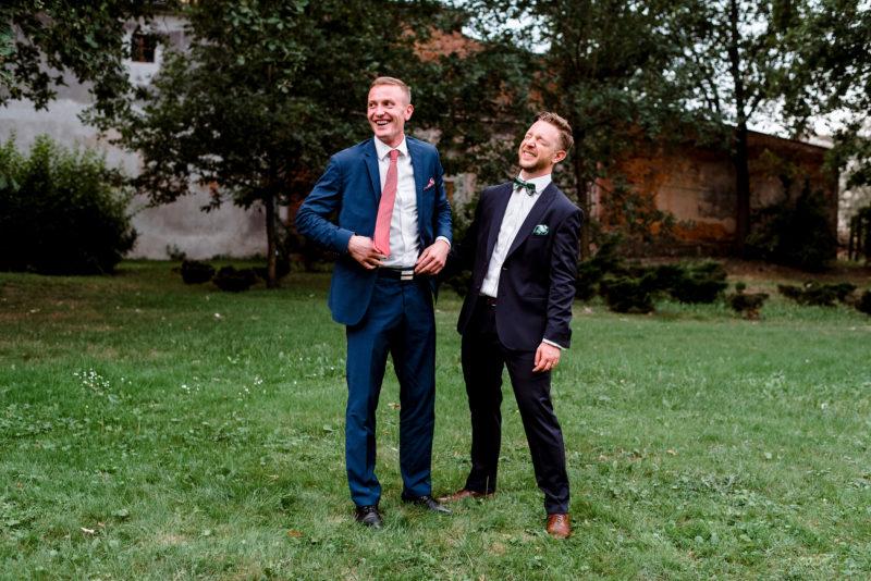 wesele w palacu mojecice - naturalne i radosne zdjecia slubne - autentyczna fotografia slubna