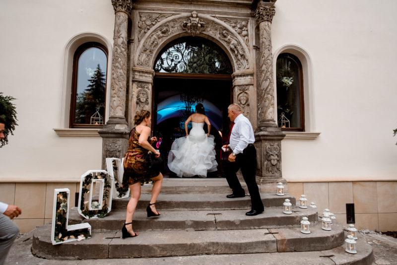 wesele w palacu mojecice - naturalne zdjecia slubne - rockowa panna mloda