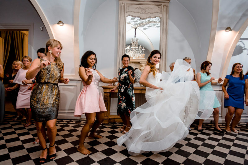 wesele w palacu mojecice - naturalny fotoreportaz slubny - autentyczne i szalone zdjecia slubne